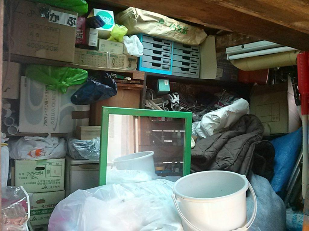 倉庫の中の遺品